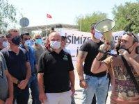 Güneyde çalışan Kıbrıslı Türkler Meclise yürüyecek