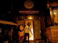 George Floyd protestoları: Minneapolis'te göstericiler bir polis karakolunu ele geçirdi