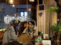 İran'da günlük Covid-19 vaka sayısı son iki ayın zirvesine çıktı