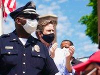 New Jersey'de polis, George Floyd cinayetini protesto edenlerle beraber yürüdü