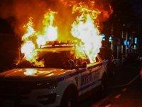 ABD'de 'George Floyd' protestoları: Farklı şehirlerde polisle eylemciler arasında arbede çıktı; 25 kentte sokağa çıkma yasağı kararı alındı