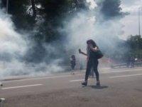 Yunanistan'da Sığınmacı Karşıtı Grup Polisle Çatıştı