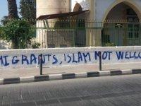 """Limasol'daki camiye düzenlenen ırkçı saldırıya Özersay'dan kınama: """"Suçluların cezalandırılması elzemdir"""""""
