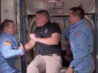 Dragon ekibi ISS ekibiyle buluştu: 'Uzayda tokalaşmak serbest, dünyada yasak'