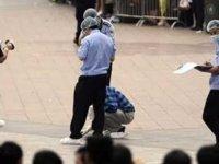 Çin'de anaokulunda güvenlik görevlisi, çoğunluğu öğrenci 39 kişiyi bıçakla yaraladı.