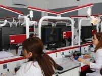LAÜ Diş Hekimliği Fakültesi küçük sınıflarda uygulama  imkanı sunuyor