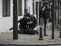 Belçika Polisinin Bir Gencin Boynunun Üzerine Diz Çöktüğü Görüntüler Ortaya Çıktı