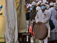 Hindistan'da son 24 saatte  444 kişi hayatını kaybetti