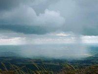 'Plastik yağmuru' doğayı tehdit ediyor: Yeryüzünün her yerine tonlarca mikroplastik partikül yağıyor