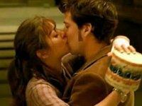 'Corona' nedeniyle ara verilen 'Fransız öpücüğü' setlere döndü