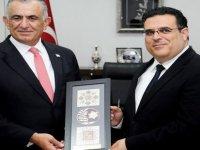 Milli Eğitim ve Kültür Bakanı Çavuşoğlu, DAÜ Rektörü Hocanın'ı kabul etti