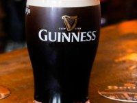 Salgın döneminde elde kalan Guinness marka biraları Noel ağaçlarına gübre olacak