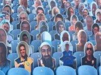 Leeds United tribününde Usame Bin Ladin fotoğrafı