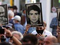 Sivas Katliamı'nda hayatını kaybedenler Madımak önünde anıldı