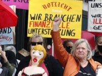 Almanya'da seks işçileri eylem yaptı: Genelevleri de açın