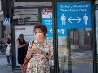 İsveç'te 'bir metre mesafe kuralı' yürürlüğe girdi