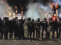 Sırbistan'da hükümetin yeni Covid-19 tedbirleri protesto edildi