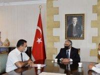 Cumhurbaşkanı Akıncı,Kuzey Kıbrıs Türk Kızılayı Genel Başkanlığı'na seçilen Sezai Sezen ve beraberindekileri kabul etti