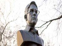 ABD'de gizli Edward Snowden büstü