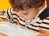"""""""Teknolojiyi Kontrolsüz Kullanan Çocuklar Obez Oluyor"""" Uyarısı"""