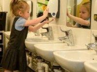 """DSÖ: Dünya genelindeki okulların yüzde 43'ünde el yıkama imkanı yok"""""""