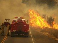 California, Kontrol Altına Alınamayan Yangınlarla Mücadele Ediyor