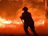 California tarihinin en büyük yangınlarından biriyle karşı karşıya