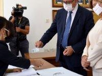 Cumhurbaşkanı ve bağımsız Cumhurbaşkanı adayı Mustafa Akıncı resmi adaylık başvurusunu bugün gerçekleştirdi.