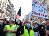 Sarı yelekliler: Fransa'da hükümet karşıtı protestolar yeniden başladı, 200'den fazla gözaltı