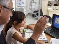 Akıncı, Öğrencilerle Online Derste Buluştu