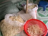 Satılmak üzere olan 320 bin kullanılmış prezervatif ele geçirildi