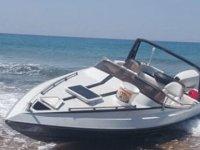 Sadrazamköy sahilinde terk edilmiş sürat teknesi bulundu