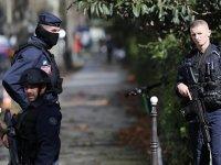 Paris'te sınıfta Hz Muhammed karikatürü gösteren bir öğretmen başı kesilerek öldürüldü