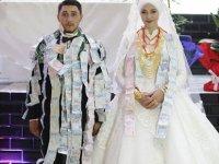 Düğüne davetli sayısı sınırlı tutulmuş:1 milyon TL değerinde altın ve para takıldı