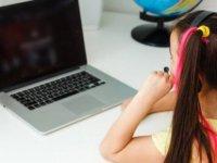 Tüm kurallar yalan oldu! Anne babaların pandemide ekranla imtihanı…