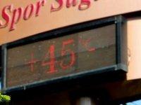 Adana'da termometreler ekim ayında 45 dereceyi gösterdi: 'Sırf bu yüzden Erzurum ya da Van'a taşınmayı düşünüyorum'