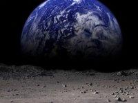 NASA'dan tarihi keşif: Ay'da su bulundu!