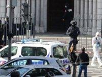 Fransa'nın Nice kentinde bıçaklı saldırı: 3 kişi hayatını kaybetti!Bir kadın kafası kesilerek öldürüldü