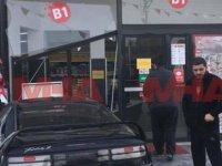 Mağusa'da araç B1 marketin içine girdi!