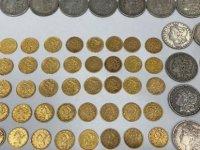 Amerikalı çift, yeni evlerinden çıkan 25 bin dolar değerinde altın ve gümüş parayı iade etti