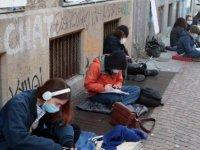 İtalyan öğrenciler uzaktan eğitimi protesto ediyor: Okul bizim hakkımız