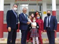Çavuşoğlu, Girne Bölgesi Okullarını Ziyaret Etti