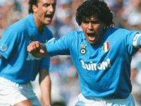 Dıego Maradona: Arjantin'in sorunlu futbol dâhisi...