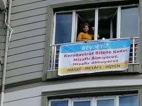 Balkona afiş: Virüs bitene kadar misafir almıyoruz
