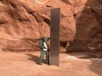 ABD'de Red Rock Çölü'nde Dikili Bulunan Gizemli Monolit, Meraklıların İlgisini Çekiyor