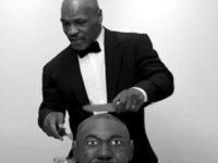 Mike Tyson 23 yıl sonra yine 'rakibinin kulağı'nı ısırdı