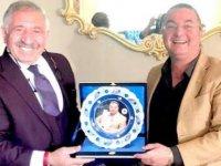 Hasan Çakmak'a Türk Dünyası Ödülü verildi
