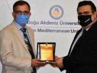 DAÜ tarafından Dr. Mehmet İnan'a plaket takdim edildi