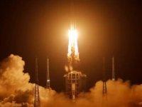 Çin'in örnek toplamak için yolladığı uzay aracı Ay'a indi