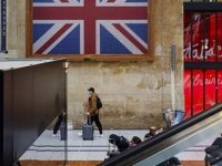 İngiltere'de İlk Kez Bir Günde 50 Binden Fazla Kovid-19 Vakası Görüldü